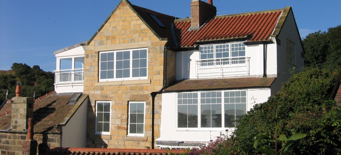 Runswick-Bay-Beach-House-2-1100x500