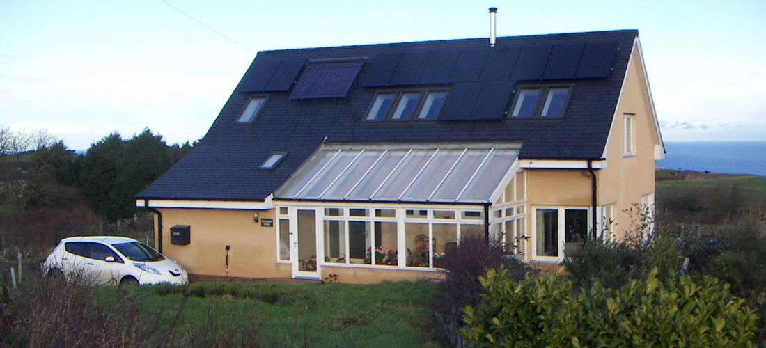 Lumsdaine-Zero-Co2-Eco-House-2-1100x500